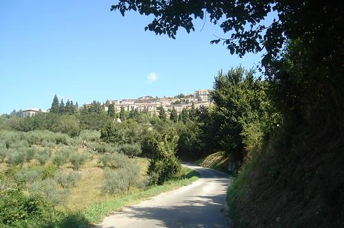 """Ostello della pace, Assisi dal libro """"Sui passi di Francesco"""" di Diego Fontana"""