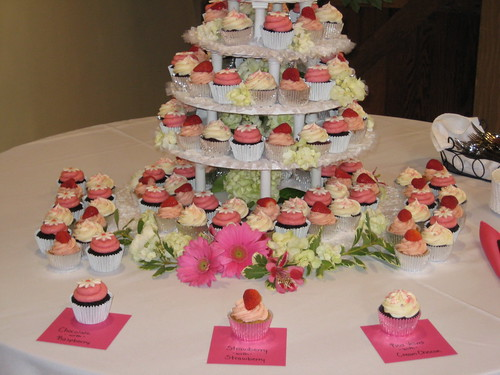 May 22nd wedding cupcakes