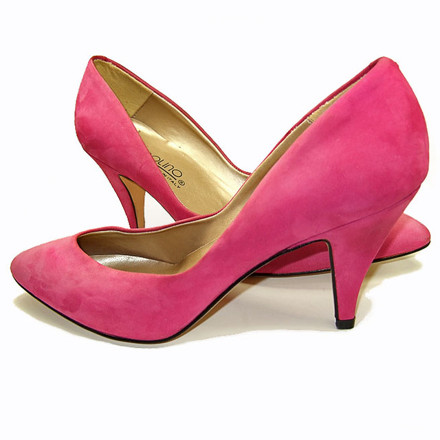 Vintage 1980's magenta pink suede pumps