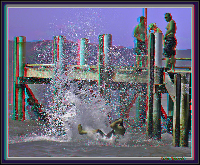 Big Splash: Stereoscopic Anaglyph