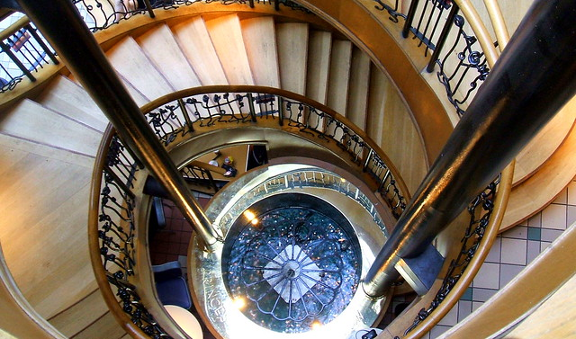 Spiral staircase princes square glasgow flickr for Square spiral staircase
