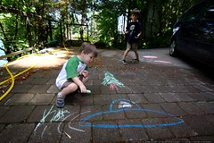 brothers drawing chalk art in the driveway    MG 7945