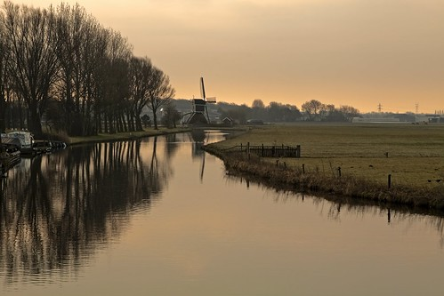 morning light windmill dutch sunrise reflections landscape boats canal view flat thenetherlands first land vista watermill typicallydutch voorhout southholland canonef24105mmf4lisusm canoneos50d mg3262