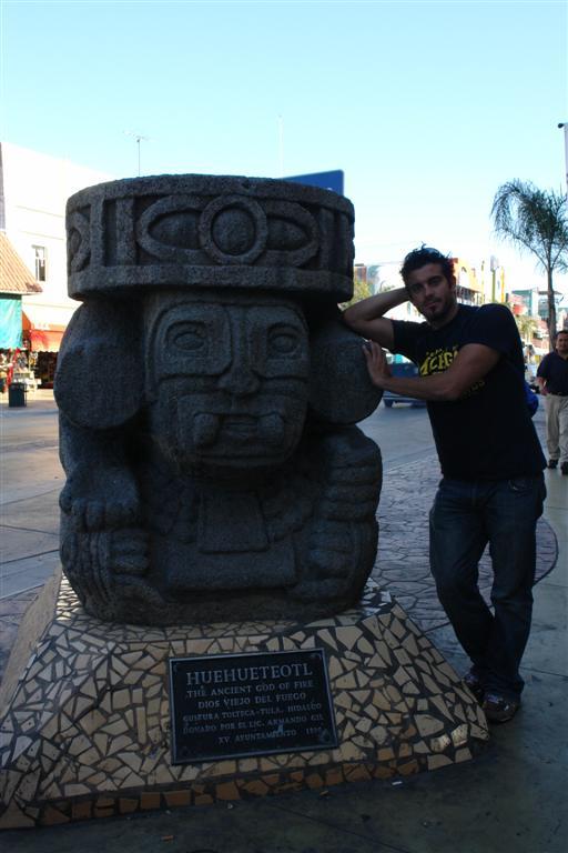 """Cabeza de Dios Maya en Av. Revolución tijuana - 3359492183 e671321c81 o - Tijuana, La ciudad frontera con """"otro mundo"""""""