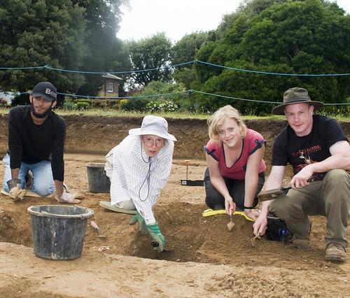 BBK students at a dig