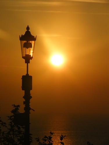 seascape detail lamp silhouette yellow sunrise post isleofwight shanklin impressedbeauty 3bouncingballs mygearandmepremium mygearandmebronze