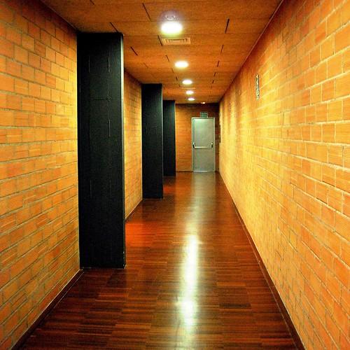 Uned escuelas p as aulario interior pasillos 10765 a for Uned madrid escuelas pias