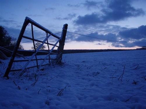 uk winter england snow sunrise gate devon 2009 culmstock yabbox