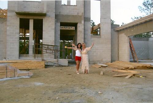 2007 STELLA DEEDEE IN FRONT OF HOUSE IN MARSALA