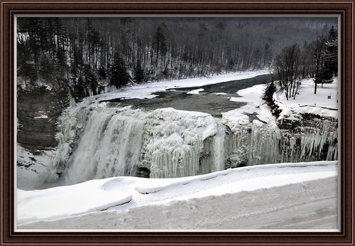 Middle_falls_in_January,
