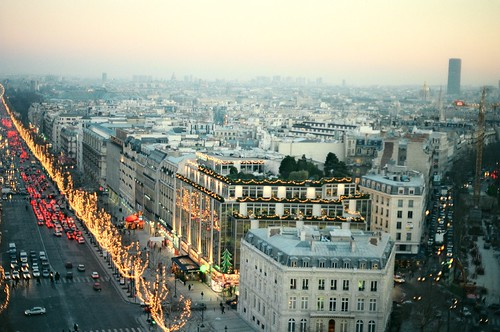 1. //60/4k/4005/210.f/1g - View of Champs Elysees from the Arc de Triomphe  / Christmas in Paris 1996