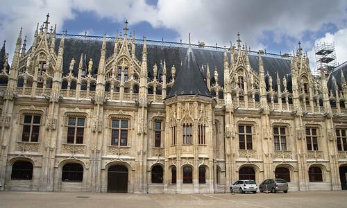 Le palais de justice à Rouen, anciennement siège du Parlement de Normandie