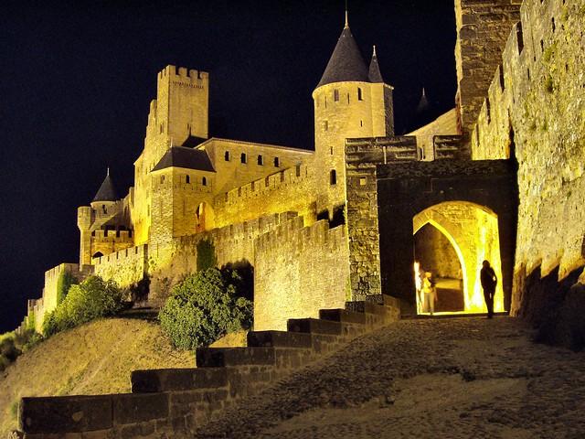 La fortezza di Carcassone di notte