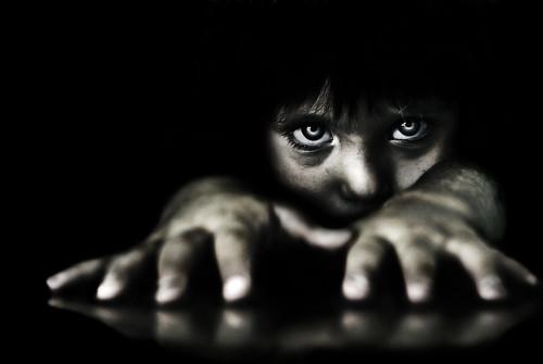[フリー画像素材] 人物, 子供 - 男の子, モノクロ ID:201303281200