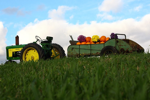 autumn tractor green fall field yellow pumpkin wagon vermont wheels vt johndeere 530 randolphcenter canon40d