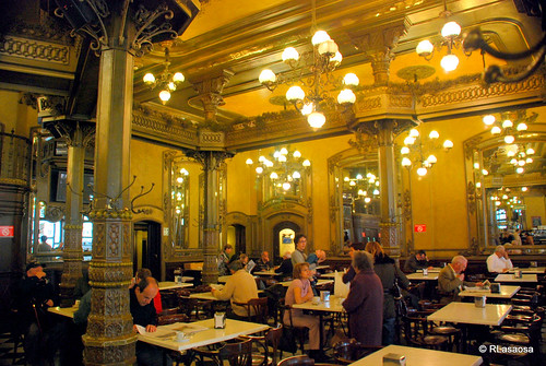 Pamplona - Café Iruña by Rufino Lasaosa