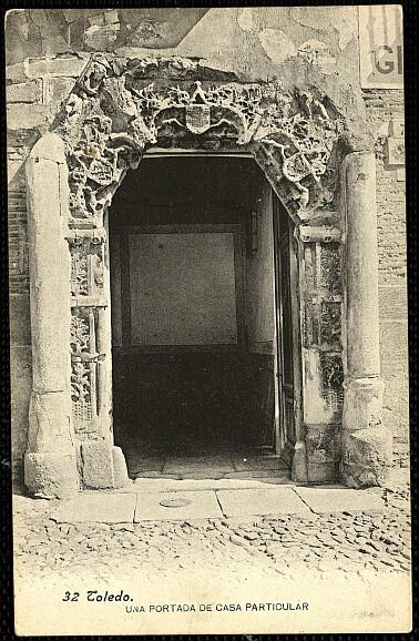 Fachada del Palacio de los Señores de Peromoro en su primitivo emplazamiento en la Calle del Instituto.Foto Lacoste hacia 1903. Archivo municipal.