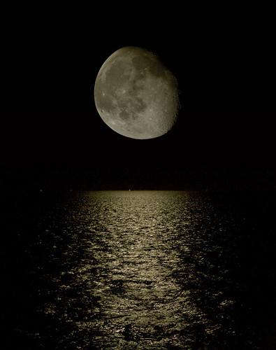 Mond und Meer by Gsus666