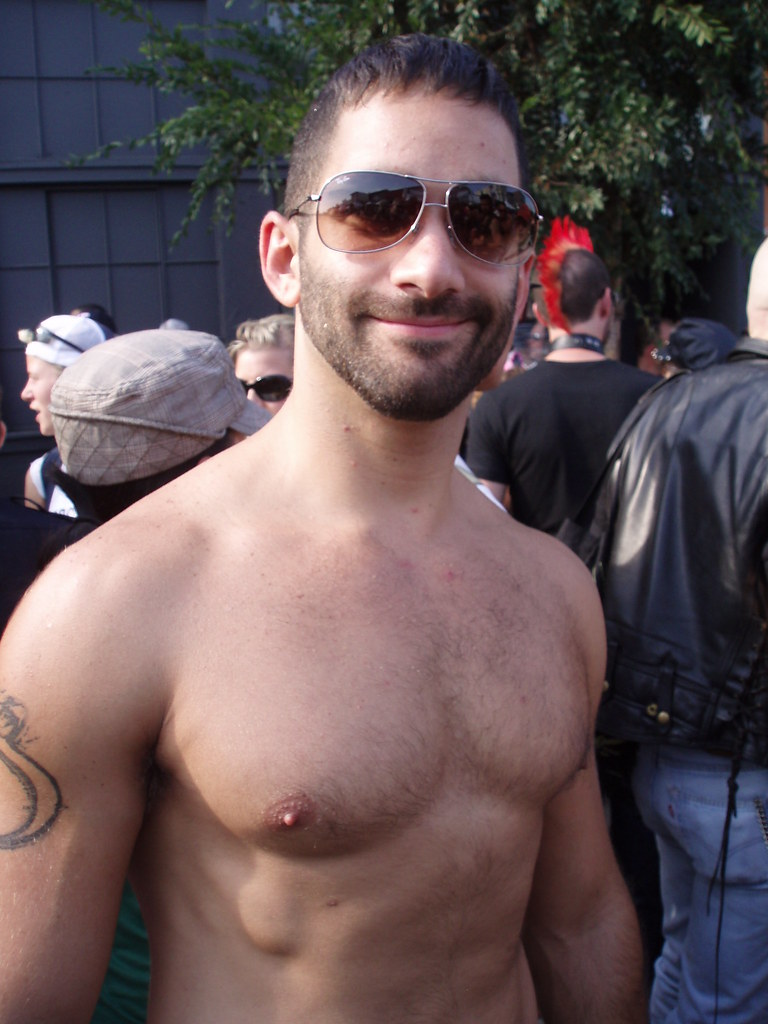 FOLSOM STREET FAIR 2009 - BEAUTIFUL MAN HUNK W SWEET SMILE ( notice his 3rd nipple?) (safe photo)