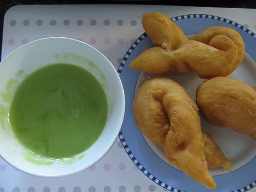 Sankaya (Thai custard) with pa-tong-ko (Chinese donuts)