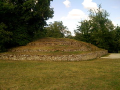 Bougon, Tumulus A - Photo of Saint-Martin-de-Saint-Maixent