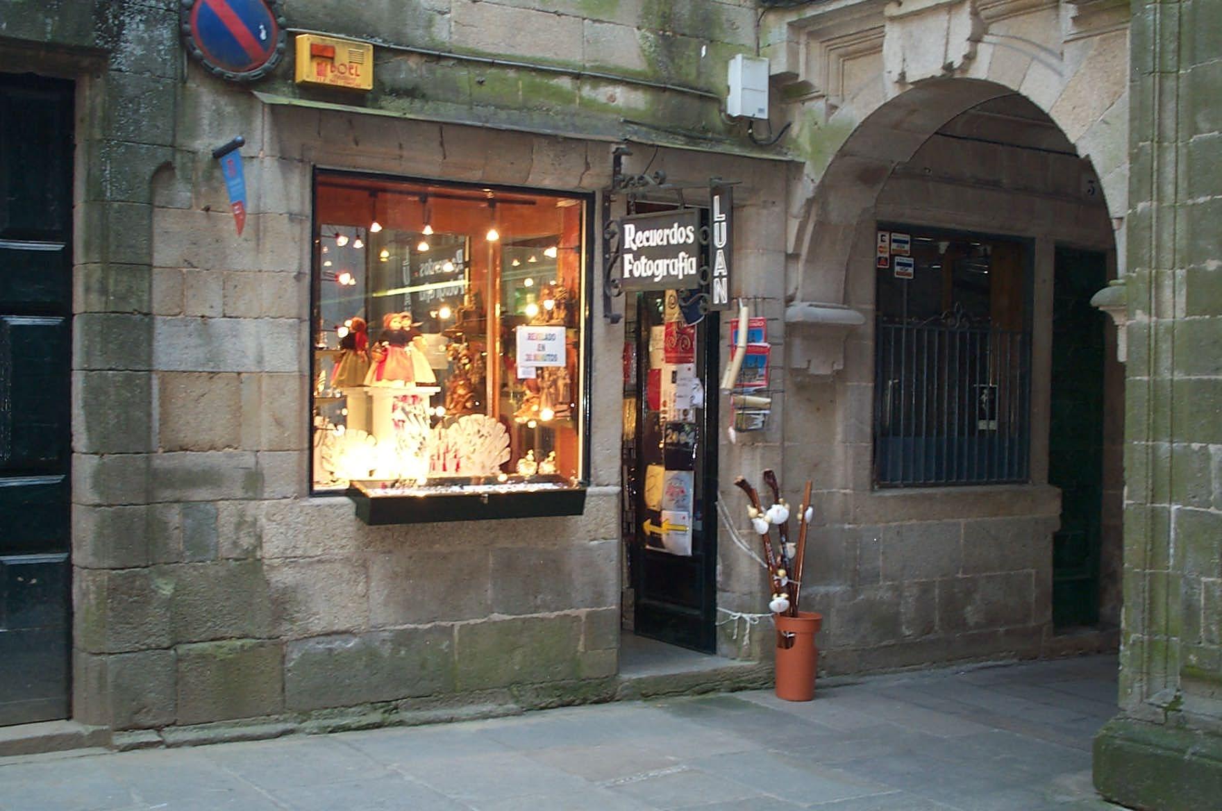 Tienda de souvenirs Santiago de Compostela  Foto de una ...