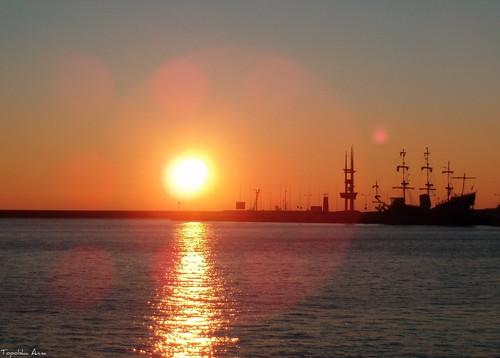 sea sun sunrise ship poland polska explore gdynia morze wschód statek pomorze żaglowiec