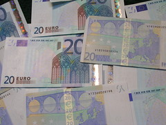Lots of €uro notes