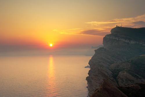 sunset sea cliff sun mer france soleil pentax sigma provence falaise goldenhour semaphore coucherdesoleil laciotat bouchesdurhône sémaphore 1770mmf2845dcmacro k10d davidbriard heuredorée