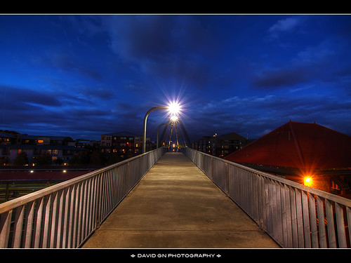 night oregon portland skybridge amtrak walkway trainstation pdx bluehour unionstation overhead hdr pedstrian photomatix 6xp sigma1020mmf35exdchsm canoneosrebelt1i