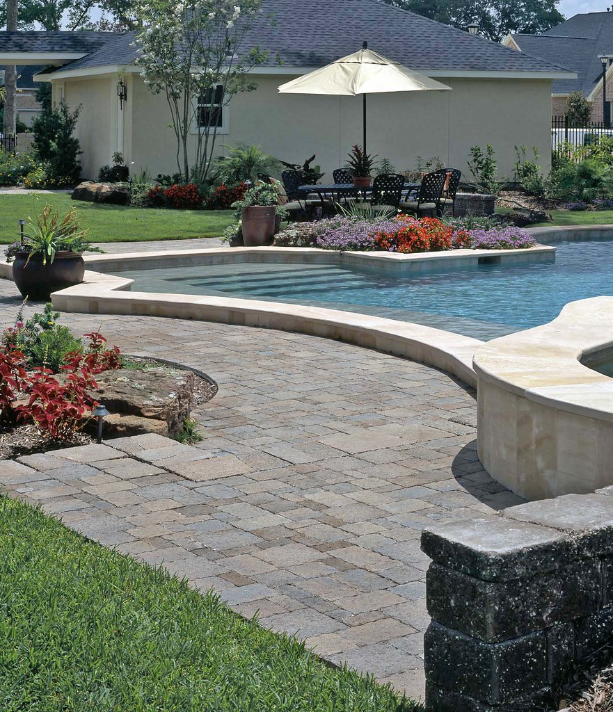Retaining walls concrete paver systems for Pool design retaining wall
