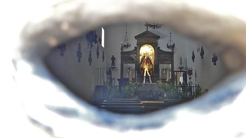 A través de la mirilla
