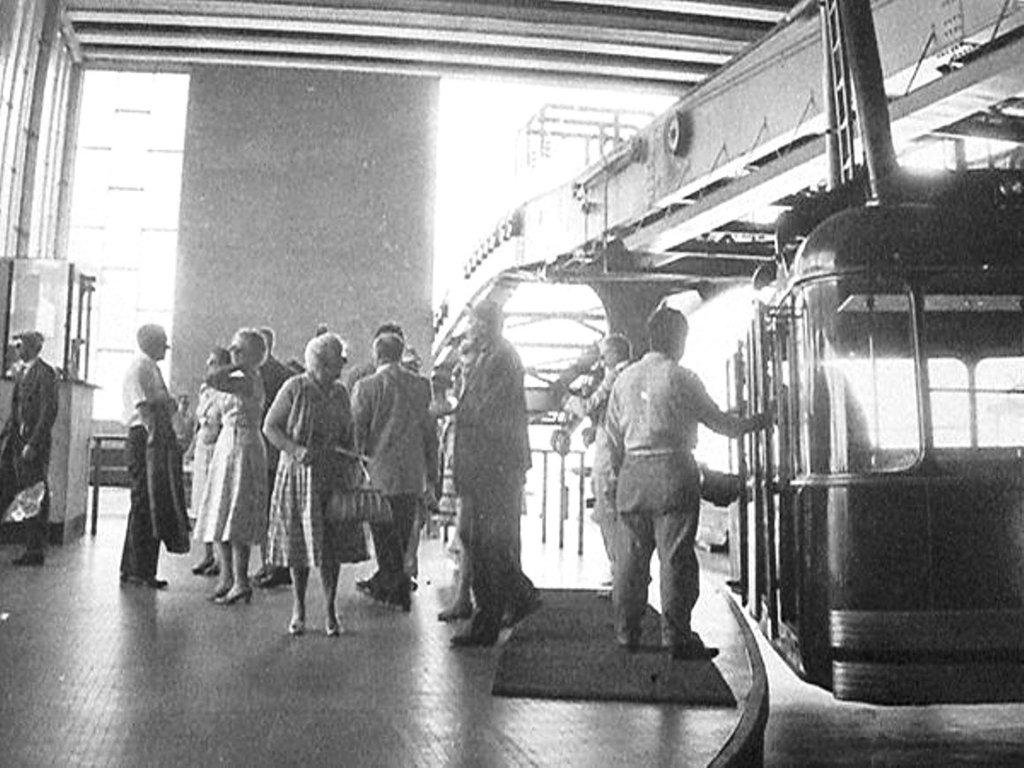 Resultado de imagen para inauguracion teleferico de caracas
