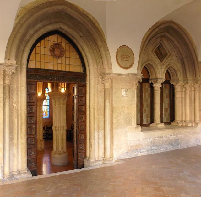 esterno sala capitolo abbazia casamari