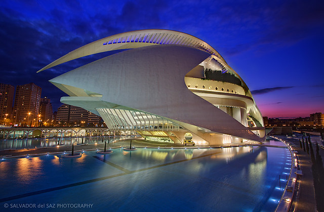 The Valencia's Opera House at blue hour (revisited)