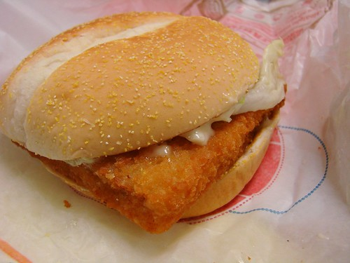 Blondie and brownie b b 39 s fried fish sandwich battle royale for Burger king big fish