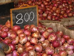 India - Koyambedu Market - Onions 06