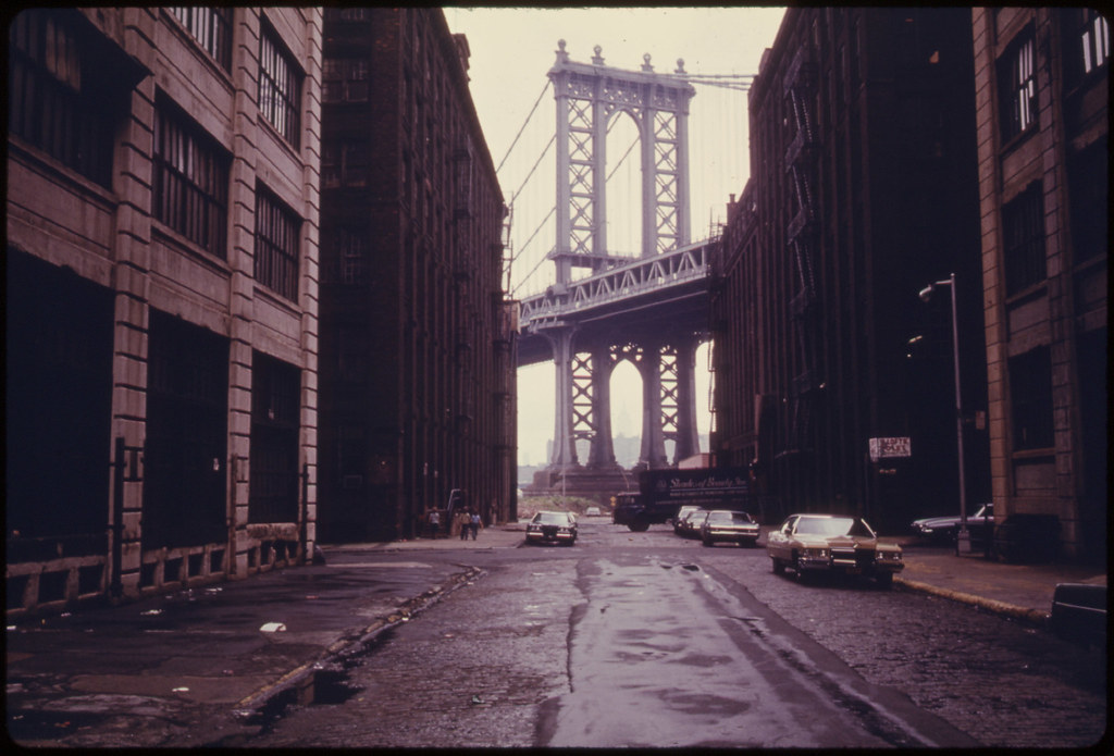 Picture from an alley of the Brooklyn Bridge