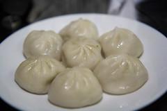 nikuman, siopao, cha siu bao, xiaolongbao, mandu, baozi, momo, food, dish, dumpling, jiaozi, buuz, khinkali, cuisine, chinese food,