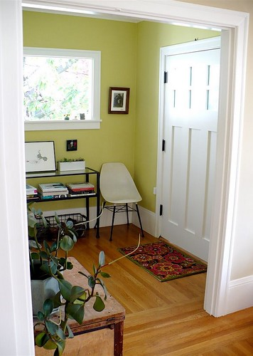 [Real homes] Green foyer painted Benjamin Moore's 'Pale Avocado'