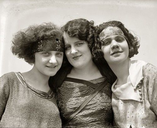 1920s Flapper Girls