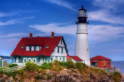 ocean sea sky lighthouse house brick rock clouds portland seagull maine phl portlandheadlight canonrebelxs canonefs1855mmf3556is homersiliad canoneos1000d tylermccall