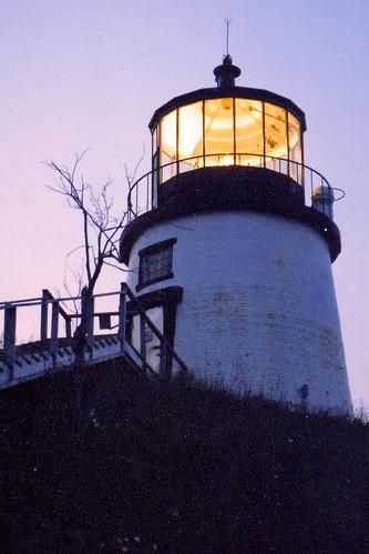 sunset usa lighthouse lens rockland owlshead midcoastmaine penobscotbay mainelighthouse owlsheadlighthouse owlsheadlight mainelighthouses wbnawneme