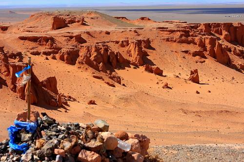 cliff desert south mongolia gobi bayanzag mongolianbeauty umnugovi amarbat