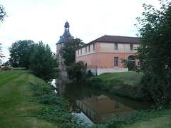 Donjon et bassin de l'ancien Château de Sainte Geneviève des Bois