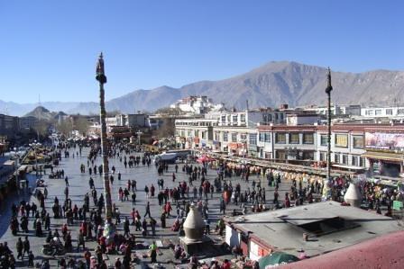Pilgrims walking around Barkhor, Lhasa, Dec 2007