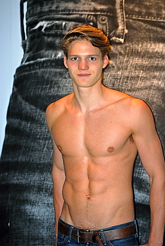 Abercrombie and fitch model greeter a f flagship store for Modeling jobs nyc