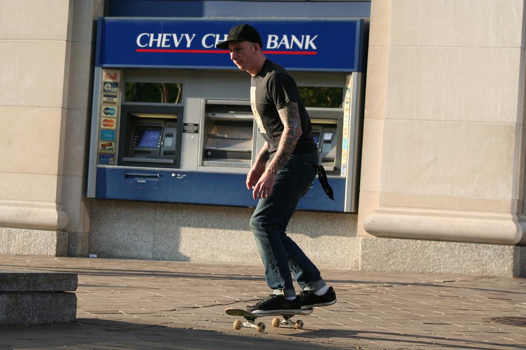 Afbeeldingsresultaat voor skateboarder standing