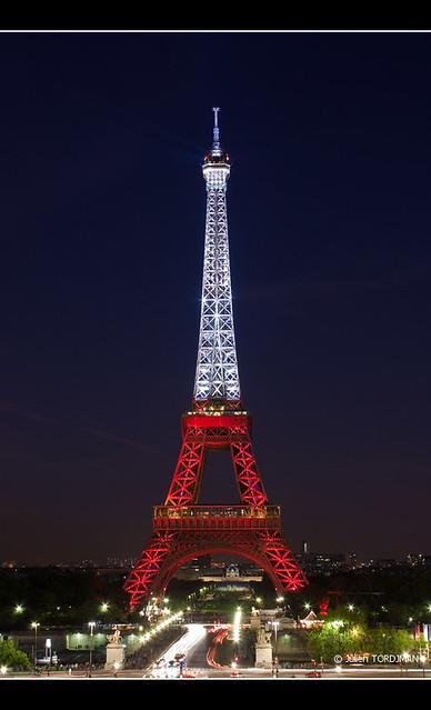 La tour eiffel aux couleurs de la turquie eiffel tower c - Couleur de la tour eiffel ...