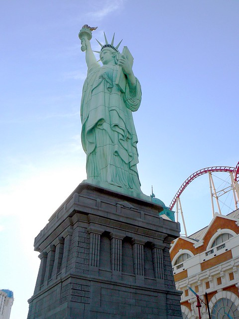 Las vegas statue of liberty flickr photo sharing for Garden statues las vegas nv